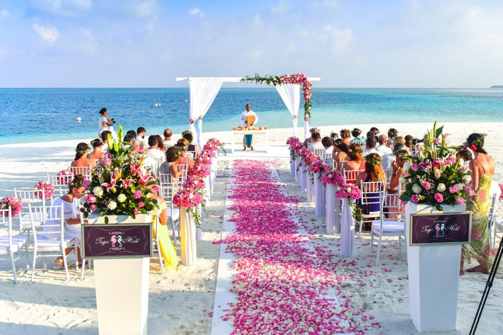 choose wire furniture for wedding